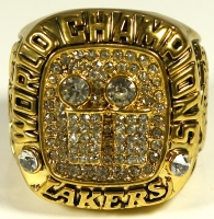 Kobe Bryant Los Angeles Lakers High Quality Replica 2001 NBA Finals World Championship Ring at PristineAuction.com